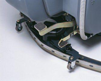 fregadora-conductor-acompañante-b70-12